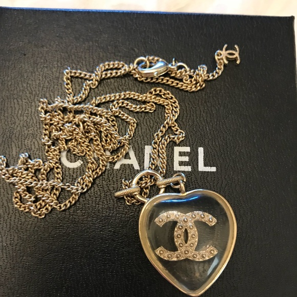 CHANEL Jewelry - Chanel Rison heart necklace